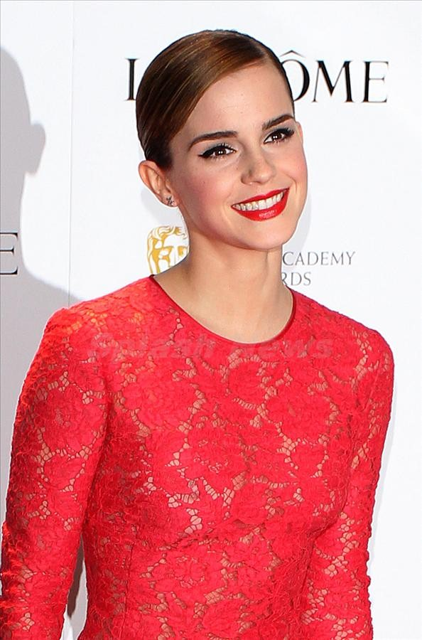 Emma-Watson-Lights-Pictures-at-Pre-BAFTA-Party-4 The Most Famous Celebrities Clothing Brands