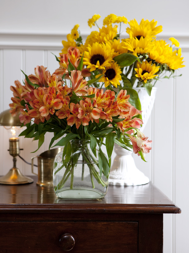 Flowers-Vases How to Decorate Your Home Using Flowers
