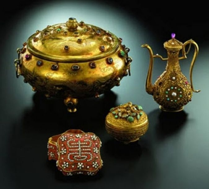 Ming-Dynasty-Gold-Tripod-Vessel 10 Most Expensive Antiques Ever Sold
