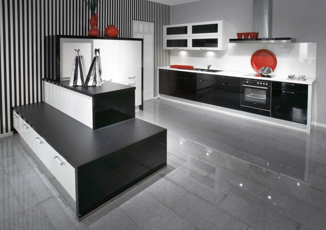 Primo black high gloss kitchen design pouted online for Black gloss kitchen ideas
