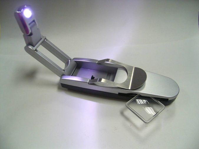 Robotic-Book-Light-with-Magnifying-Glass-BK-7- 35 Amazing Robo Lamps for Your Children's Room