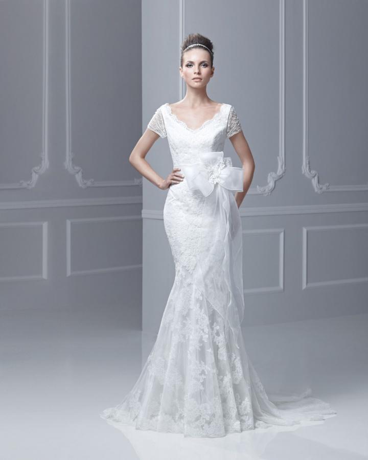 V-Neck-Lace-Short-Sleeves-Mermaid-Wedding-Dresses 70 Breathtaking Wedding Dresses to Look like a real princess
