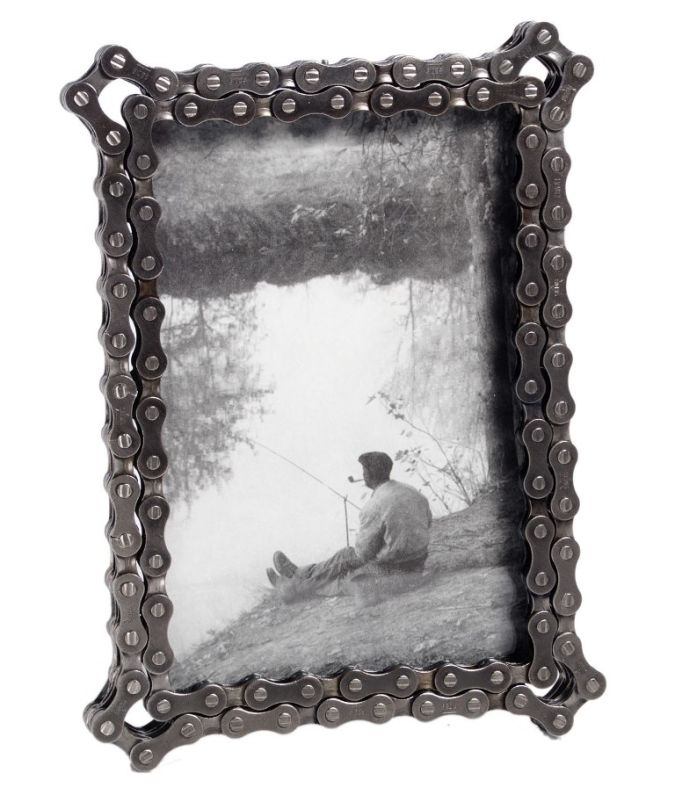 bike-chain-picture-frame 20 Most Unique and Uncommon Gift Ideas for Everyone