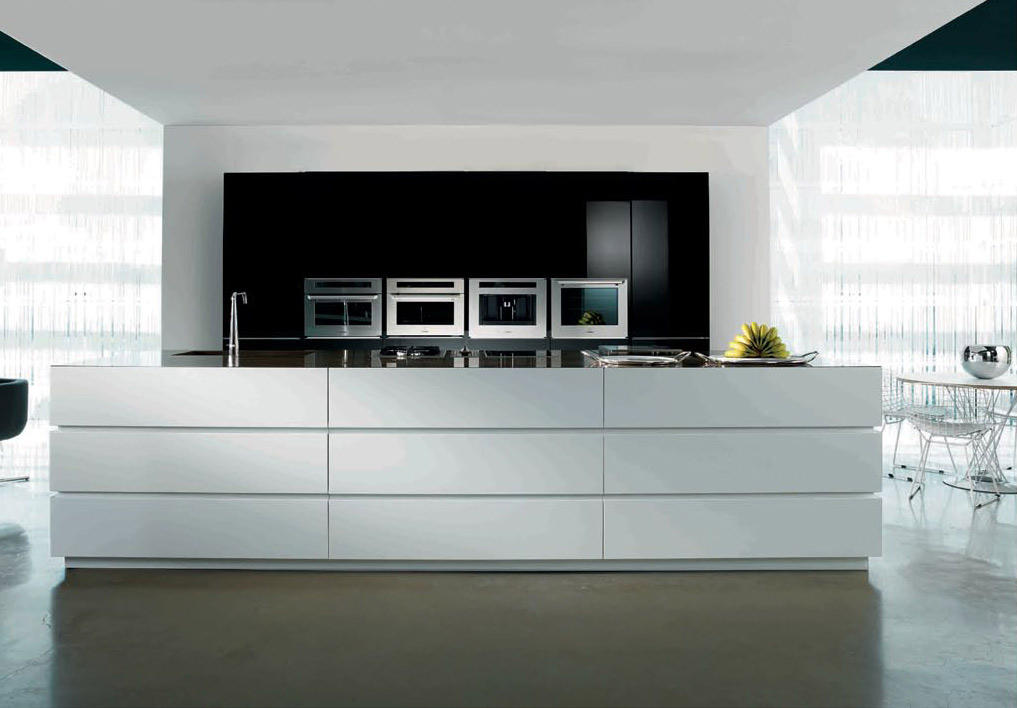 black-and-white1 Breathtaking And Stunning Italian Kitchen Designs