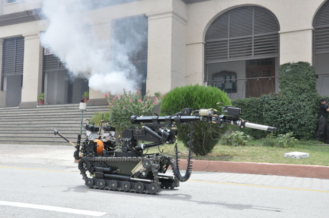 daksh. Which Robots Do We Use in Military Applications?