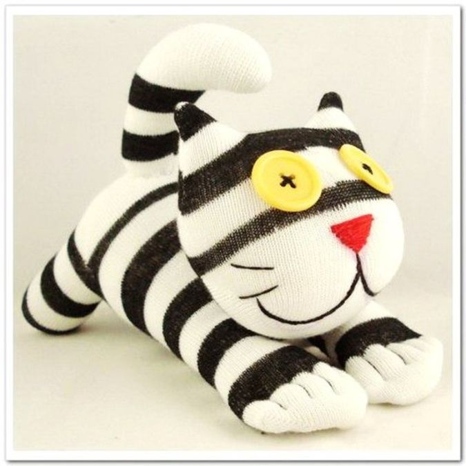 handmade-sock-cat-kitty-stuffed-animal-doll-baby-toys 23 Most Creative Handmade Gift Ideas