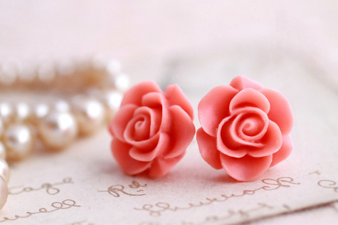 il_fullxfull.416816902_jb5a-475x316 How To Use Earrings With Straight Hair, Tied or with Veil