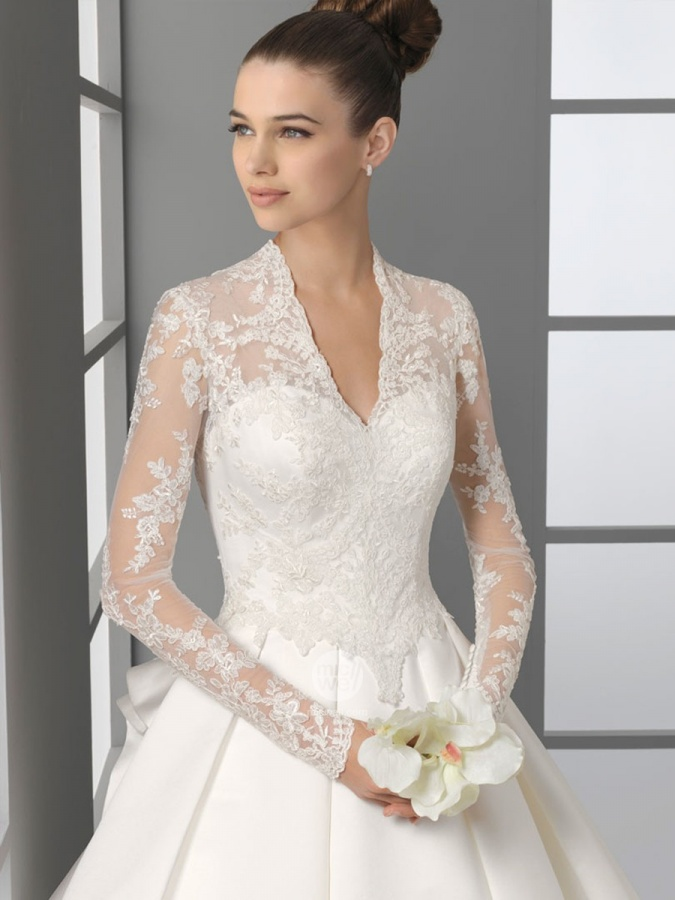 lace-long-sleeved-wedding-gown 70 Breathtaking Wedding Dresses to Look like a real princess
