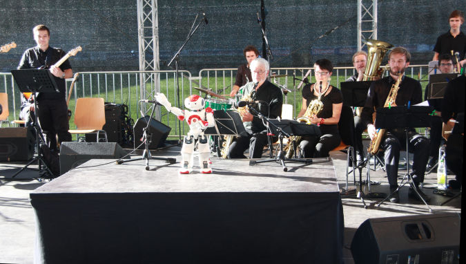 nao_bigband What Can Humanoid Robots Do?!