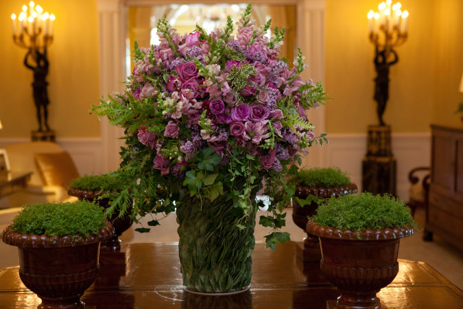 purple1 How to Decorate Your Home Using Flowers