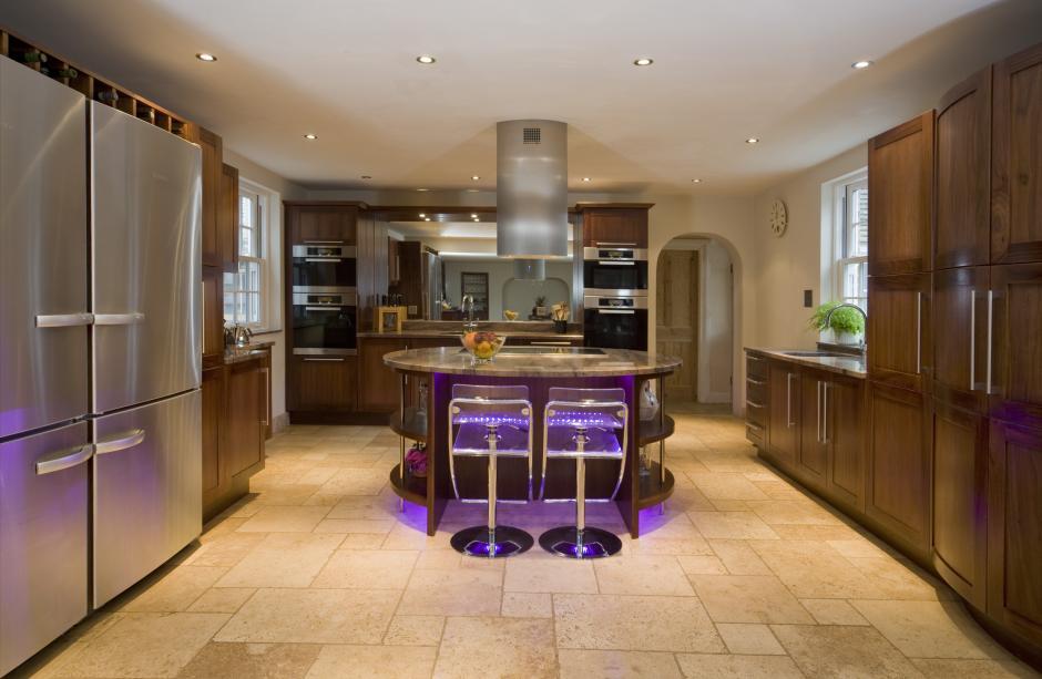 quecbec_walnut_curved_davis_midgham Frugal And Stunning kitchen decoration ideas
