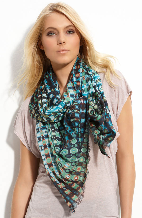1357104245 A Scarf Can Make Your Face Looks Glowing
