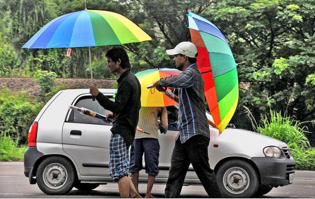 14KIMP_UMBRELLAS_1485719f Umbrellas Became Popular Among Women, Men And Even Kids