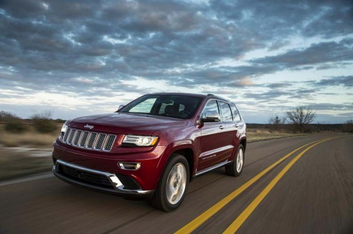 2014-Jeep-Grand-Cherokee-SRT-driving The Magnificent Jeep Grand Cherokee