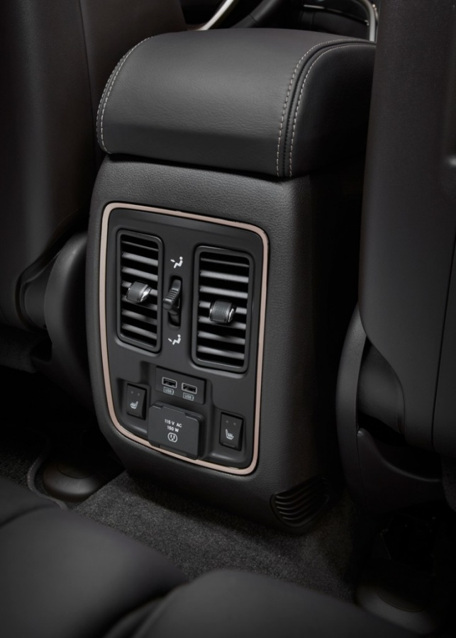 2014-Jeep-Grand-Cherokee-Summit-rear-seat-vents The Magnificent Jeep Grand Cherokee