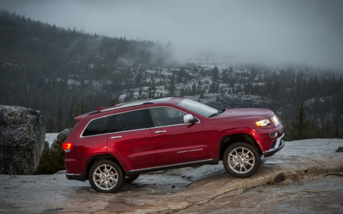 2014-Jeep-Grand-Cherokee-Summit-side The Magnificent Jeep Grand Cherokee