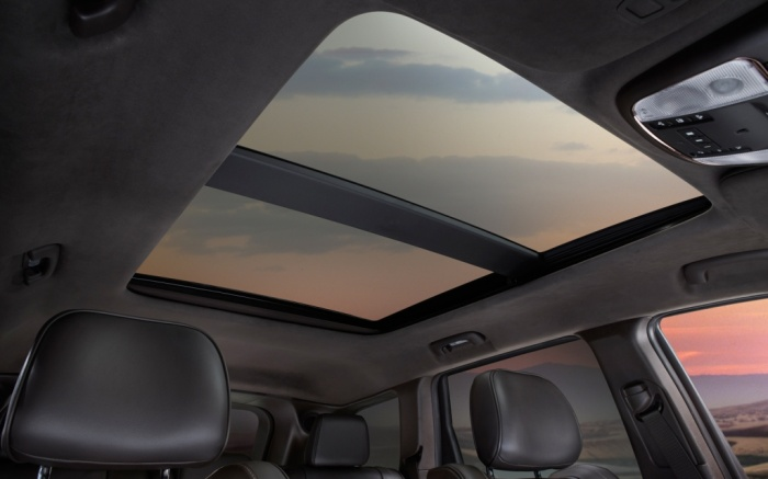 2014-Jeep-Grand-Cherokee-Summit-sunroof The Magnificent Jeep Grand Cherokee