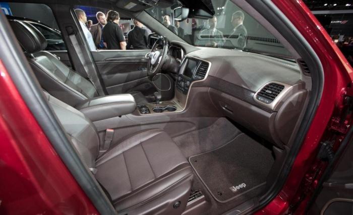 2014-jeep-grand-cherokee-ecodiesel-summit-interior The Magnificent Jeep Grand Cherokee