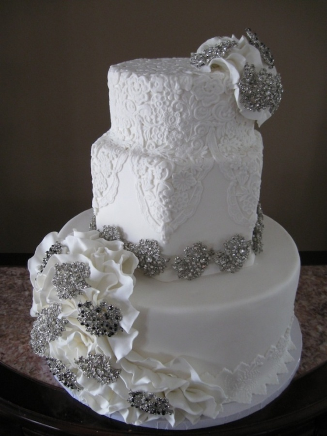 Brooches-ruffles-lace-wedding-cake-nashville 50 Mouthwatering and Wonderful Wedding Cakes