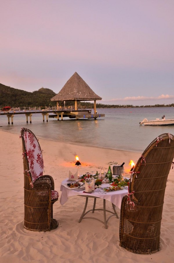 Candle-lit-beach-dinner-by-the-lagoon-600x903 Top Creative Romantic Ideas For Your Sweetheart