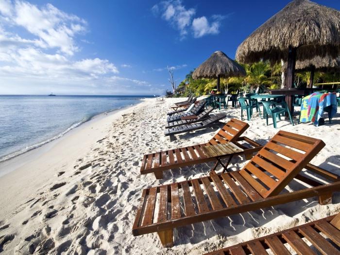 Empty_Mexico_Beach_Chairs How To Choose A Beach Chair ?!