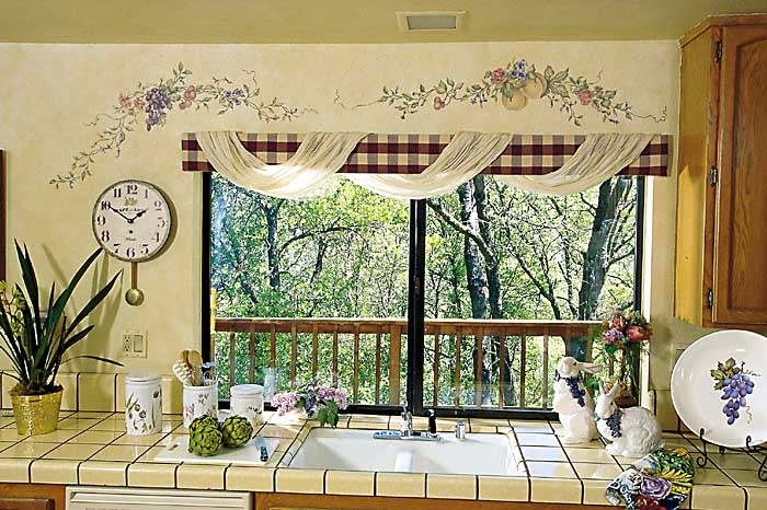 Kitchen-Decorating-Ideas-With-Grapes Kitchen Window's Curtain For Privacy And Decoration
