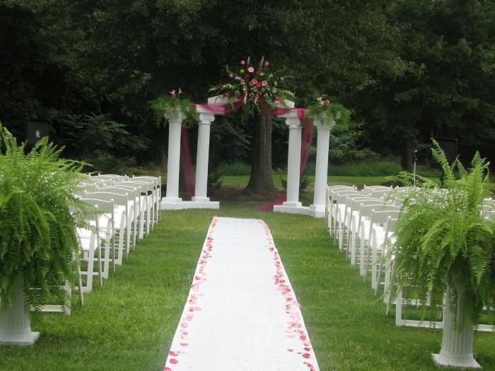 Outdoor-Wedding-Reception1 Dazzling and Stunning Outdoor Wedding Decorations