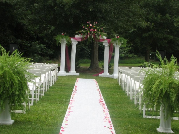 Outdoor-Wedding-Reception1 Dazzling and Stunning Outdoor Wedding Decorations