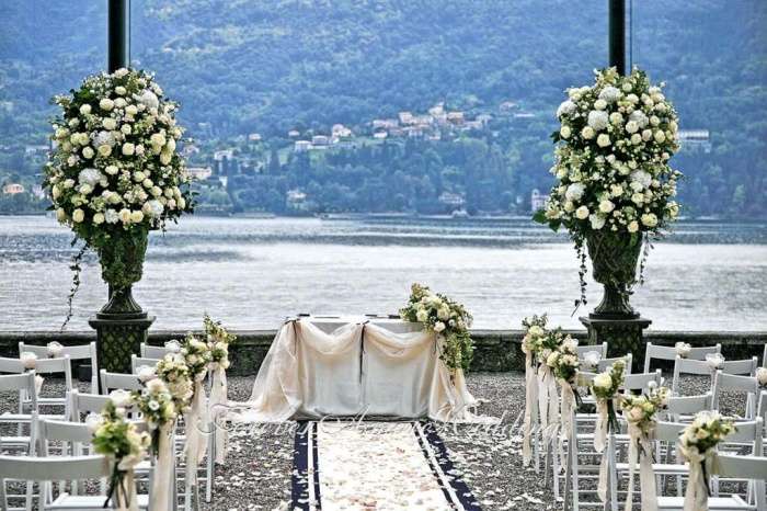 Outdoor-wedding-Villa-Carlotta-Tremezzo Dazzling and Stunning Outdoor Wedding Decorations