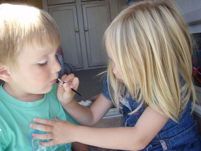 PC260067 Latest Make Up Art For Kids