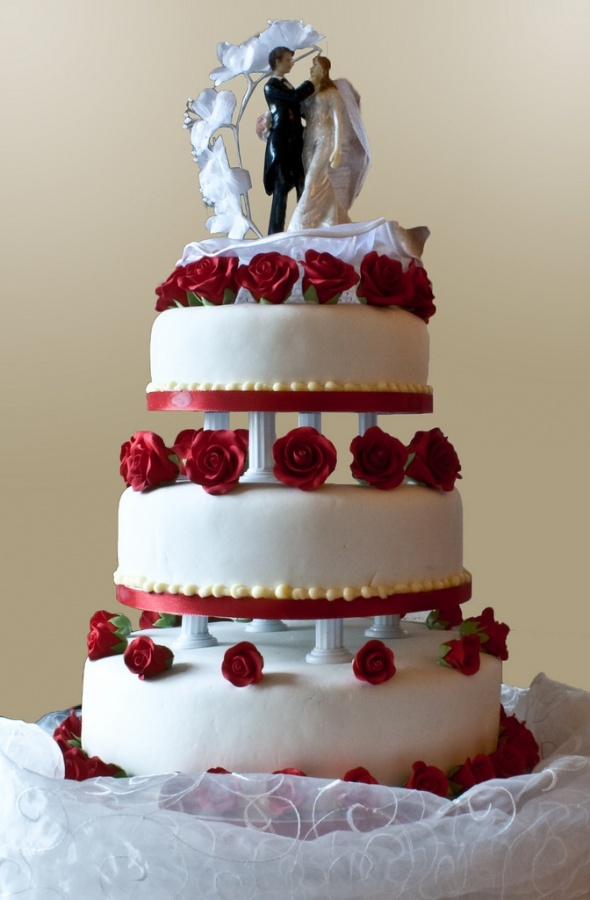 Wedding_Cake_-_With_Roses 50 Mouthwatering and Wonderful Wedding Cakes