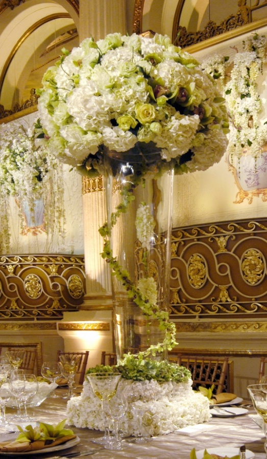 WhiteCenterpiece5 50 Fabulous and Breathtaking Wedding Centerpieces