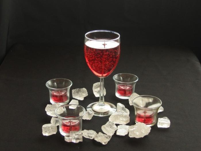 Wine_glass_centerpiece 50 Fabulous and Breathtaking Wedding Centerpieces