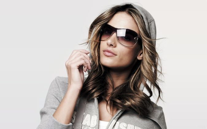 Women-Models-Alessandra-Ambrosio-Sunglasses-Hoodie-Fresh-New-Hd-Wallpaper- How To Choose Your Sunglasses, Ladies !!