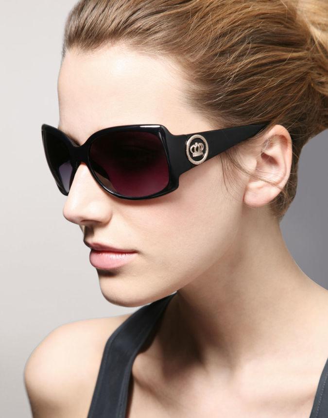 Women-sunglasses5 How To Choose Your Sunglasses, Ladies !!