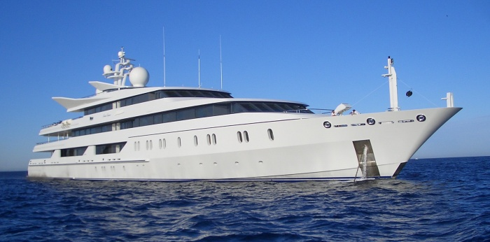 Yacht_Indian_Empress Most Popular Means Of Transportations in Different Countries