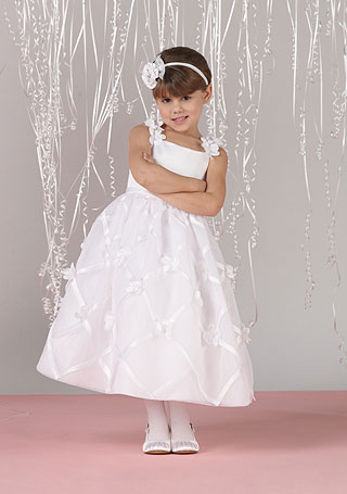 about3 Fabulous Ceremonial Dresses For Kids