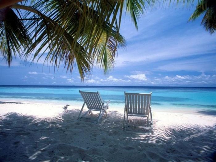 beach-chair-charm-serene How To Choose A Beach Chair ?!