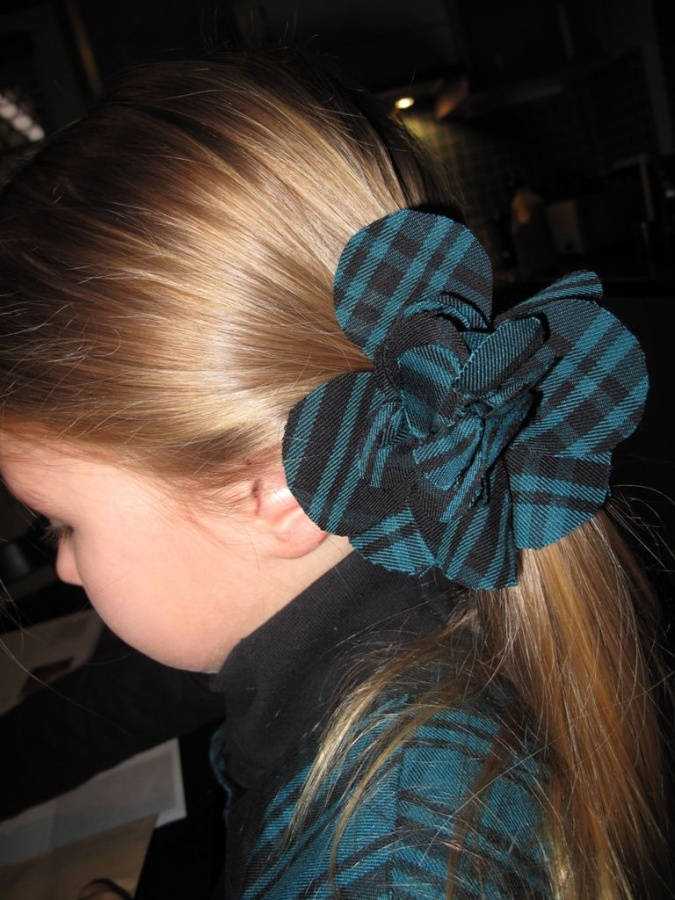big-flower 50 Gorgeous Kids Hair Accessories and Hairstyles