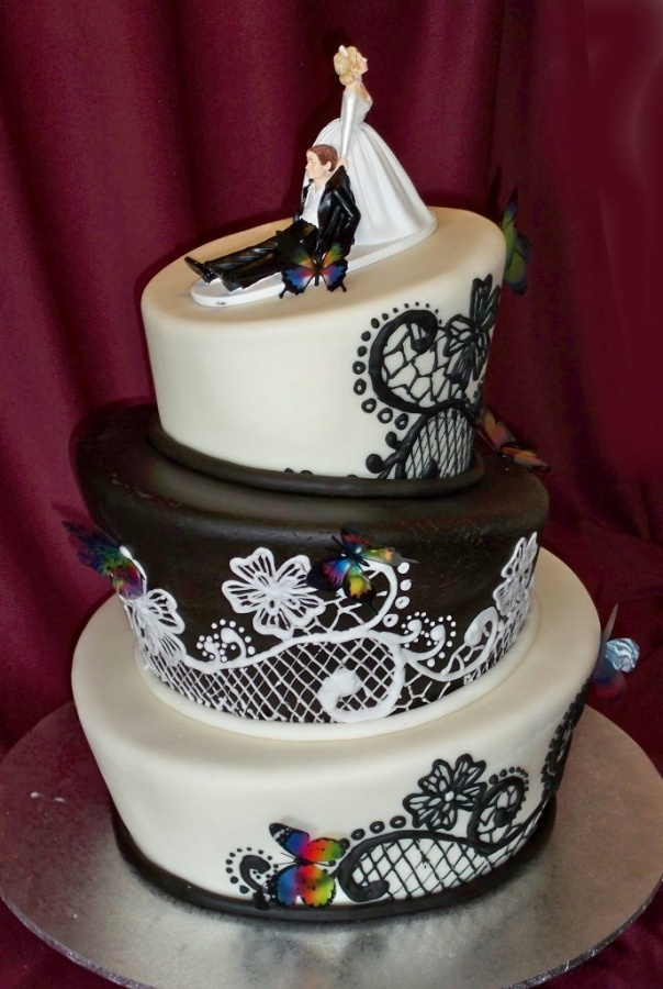 black-and-white-butterfly1 50 Mouthwatering and Wonderful Wedding Cakes