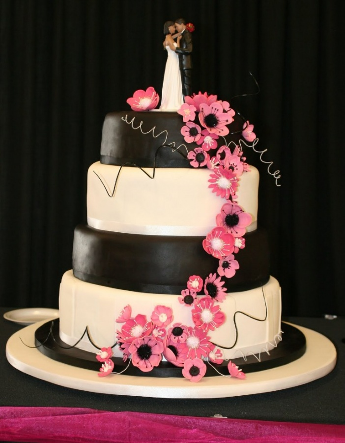 cakes-black-and-white-wedding-cake 50 Mouthwatering and Wonderful Wedding Cakes