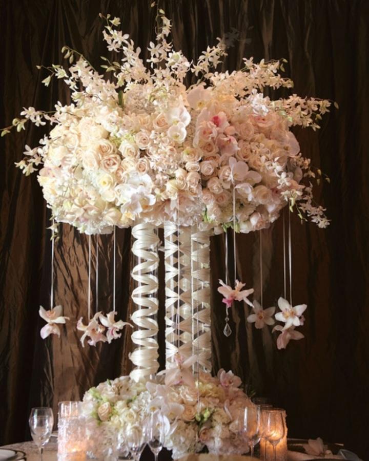 centerpiece-floral-arrangement-wedding-decor-flowers 50 Fabulous and Breathtaking Wedding Centerpieces