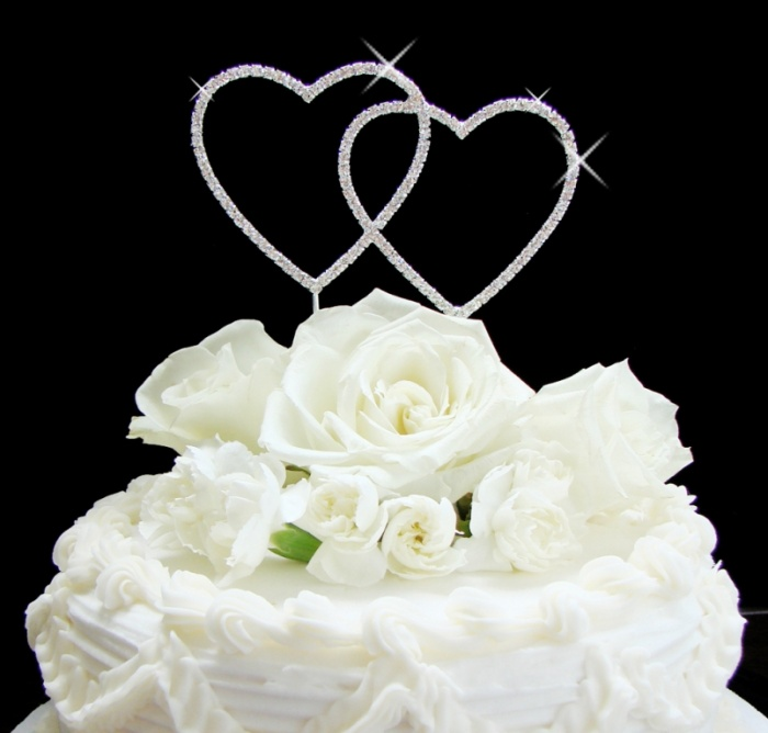 diamond-topper 50 Mouthwatering and Wonderful Wedding Cakes