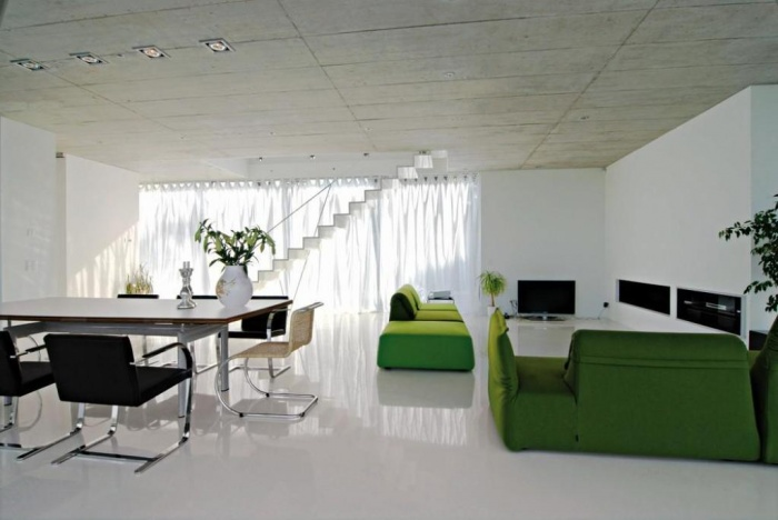 emerald_2_green_living_room What Are the Latest Home Decor Trends?