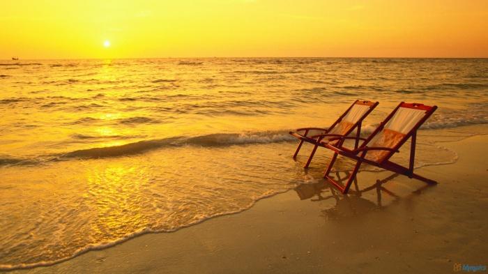 empty-beach-chairs How To Choose A Beach Chair ?!