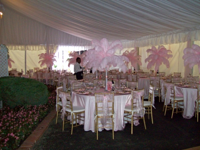 feather 50 Fabulous and Breathtaking Wedding Centerpieces