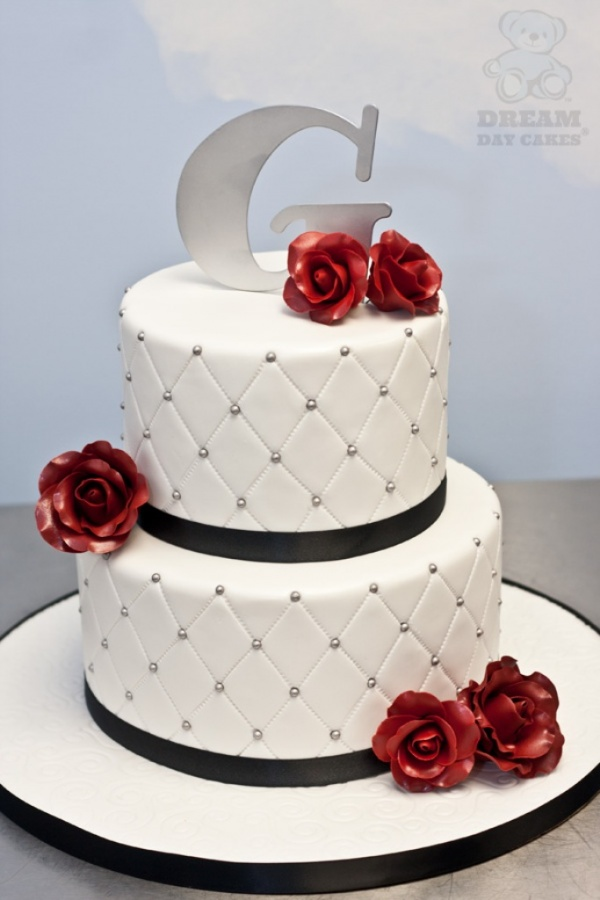 g-roses-wedding-cake-full 50 Mouthwatering and Wonderful Wedding Cakes