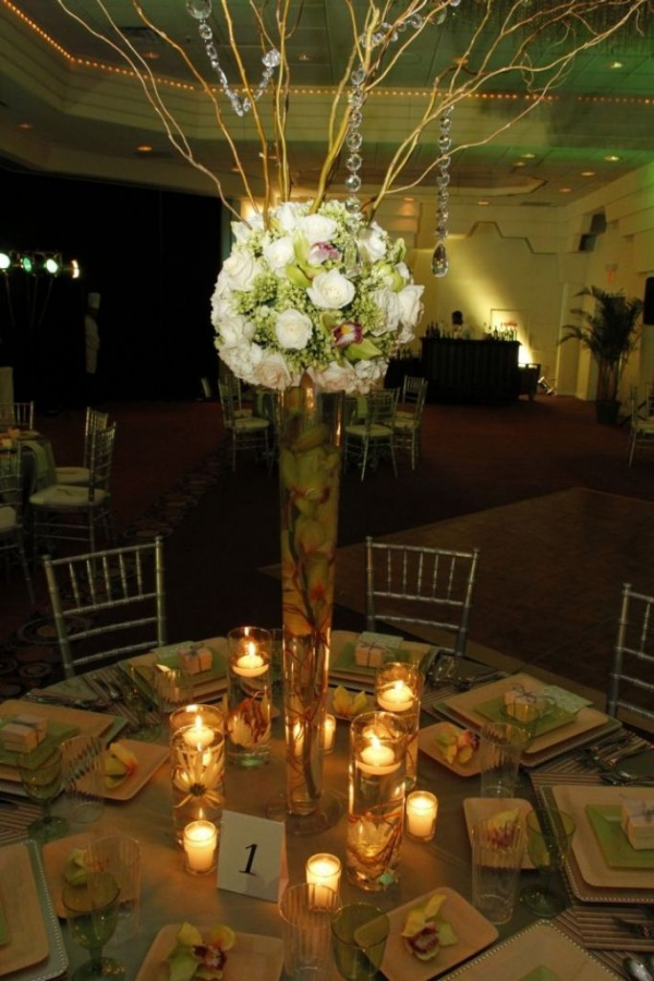 garden-wedding-reception-green-natural-wood-gold-tablescape-high-topiari-centerpiece__full 50 Fabulous and Breathtaking Wedding Centerpieces