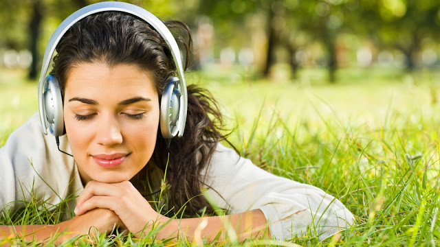 girl_listening_music How to Get Rid of Your Accent