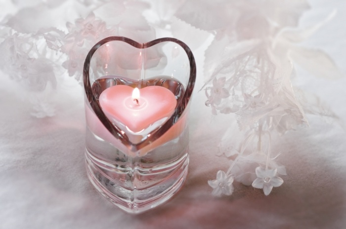 heart-glass-pink 50 Fabulous and Breathtaking Wedding Centerpieces